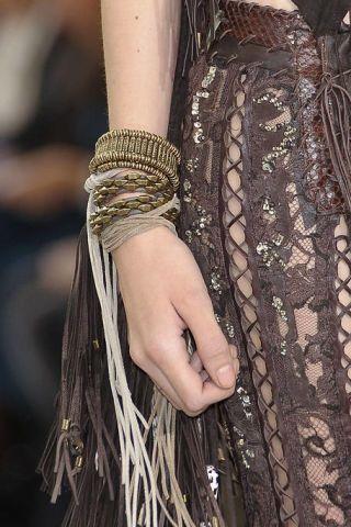 Finger, Wrist, Pattern, Style, Nail, Beige, Body jewelry, Fashion design, Silver, Motif,