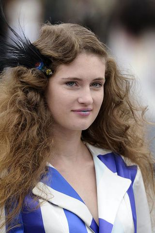 Hairstyle, Collar, Uniform, Style, Headpiece, Beauty, Hair accessory, Electric blue, Brown hair, Eyelash,