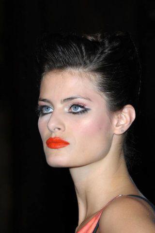 Ear, Lip, Hairstyle, Chin, Forehead, Eyebrow, Eyelash, Eye shadow, Style, Organ,