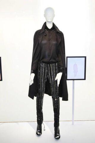 Sleeve, Collar, Joint, Standing, Style, Sculpture, Jacket, Knee, Leather, Waist,