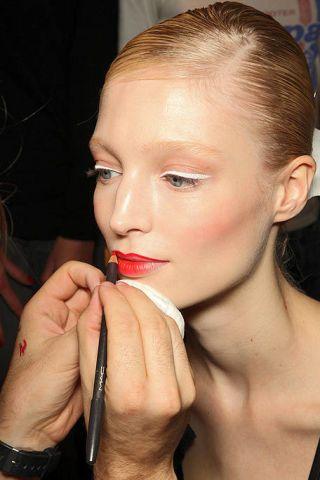 Ear, Finger, Lip, Hairstyle, Skin, Eyebrow, Eyelash, Hand, Nail, Organ,