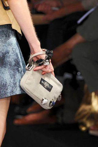 Finger, Joint, Bag, Wrist, Fashion, Street fashion, Luggage and bags, Nail, Shoulder bag, Thumb,