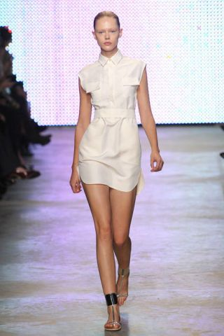 Brown, Shoulder, Fashion show, Joint, Runway, Style, Dress, Waist, Fashion model, Fashion,