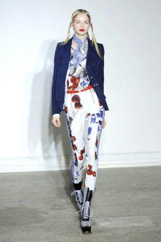 Clothing, Outerwear, Style, Fashion show, Fashion model, Street fashion, Fashion, Blazer, Runway, Knee,