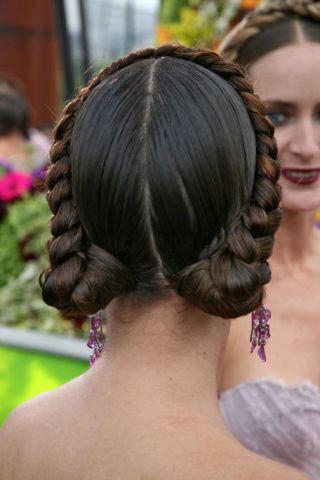 Hair, Head, Ear, Hairstyle, Forehead, Shoulder, Style, Back, Beauty, Hair accessory,