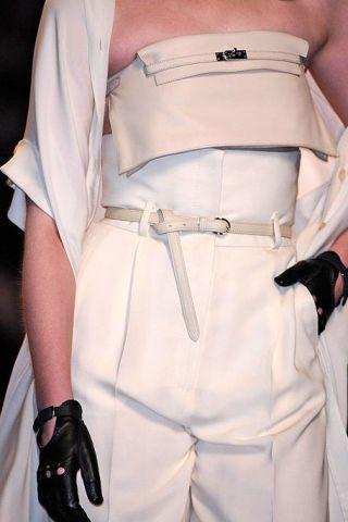 Sleeve, Shoulder, Textile, Joint, White, Waist, Fashion, Back, Beige, Khaki,