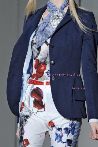 Blue, Collar, Sleeve, Coat, Textile, Outerwear, Style, Pattern, Formal wear, Blazer,
