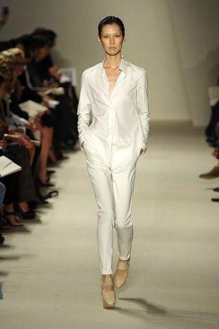 Fashion show, Runway, Shoulder, Joint, Outerwear, Fashion model, Style, Formal wear, Fashion, Neck,