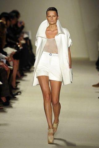 Leg, Brown, Fashion show, Human leg, Shoulder, Runway, Joint, Outerwear, White, Fashion model,