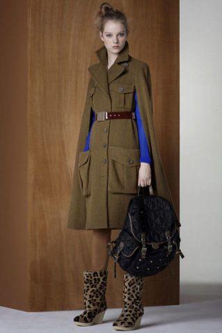 Clothing, Brown, Sleeve, Human body, Coat, Collar, Shoulder, Bag, Textile, Joint,