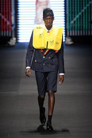 Sleeve, Collar, Standing, Joint, Uniform, Knee, Fashion, Street fashion, Official, Waist,