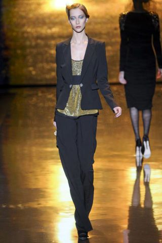 BADGLEY MISCHKA FALL RTW 2011 PODIUM 002
