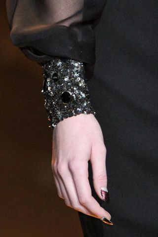 BADGLEY MISCHKA FALL RTW 2011 DETAIL 002
