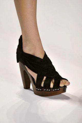 Footwear, High heels, Human leg, Joint, Sandal, Foot, Basic pump, Toe, Fashion, Black,