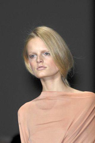 Lip, Hairstyle, Chin, Forehead, Shoulder, Eyebrow, Style, Eyelash, Beauty, Neck,
