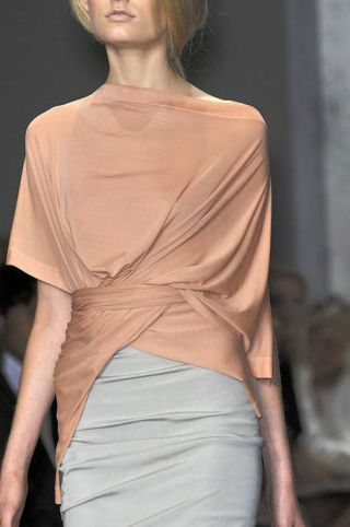 Lip, Sleeve, Shoulder, Joint, Style, Waist, Bangs, Fashion, Neck, Thigh,
