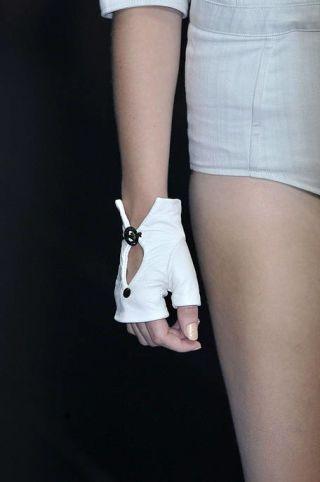 Finger, Human leg, Shoulder, Elbow, Wrist, Joint, White, Knee, Thigh, Fashion,