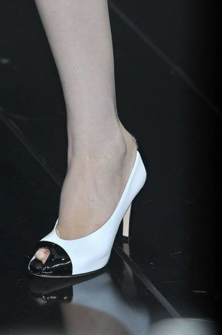 Leg, Human leg, Joint, Style, High heels, Foot, Sandal, Black, Knee, Ankle,