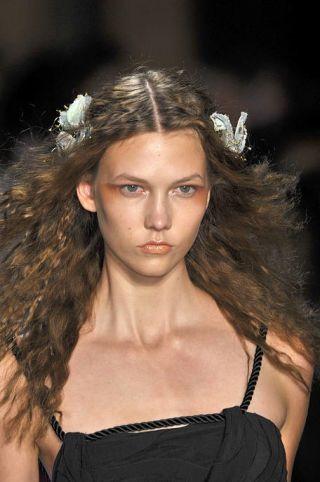 Lip, Hairstyle, Eyebrow, Style, Eyelash, Hair accessory, Beauty, Headgear, Headpiece, Fashion,