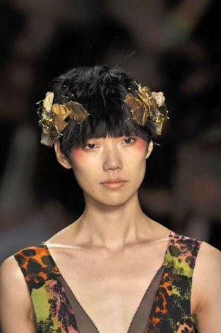 Hairstyle, Style, Headgear, Fashion, Beauty, Youth, Hair accessory, Headpiece, Street fashion, Model,