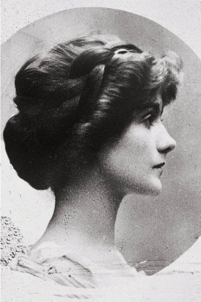 coco chanel with long hair 1909
