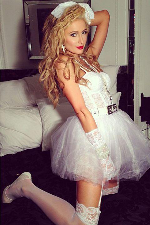 Mouth, Thigh, Fashion, Beauty, Long hair, Model, Embellishment, Fashion model, Blond, Costume,