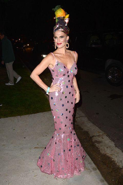 Dress, Style, Fashion accessory, Fashion, Headpiece, One-piece garment, Hair accessory, Model, Street fashion, Midnight,