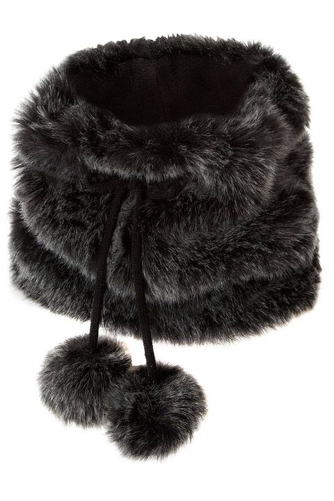 Textile, Style, Black, Natural material, Fur, Costume accessory, Wool, Fur clothing,