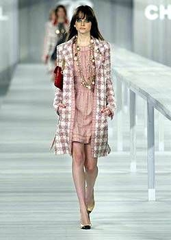 Chanel Spring 2004 Ready-to-Wear Collections 0001