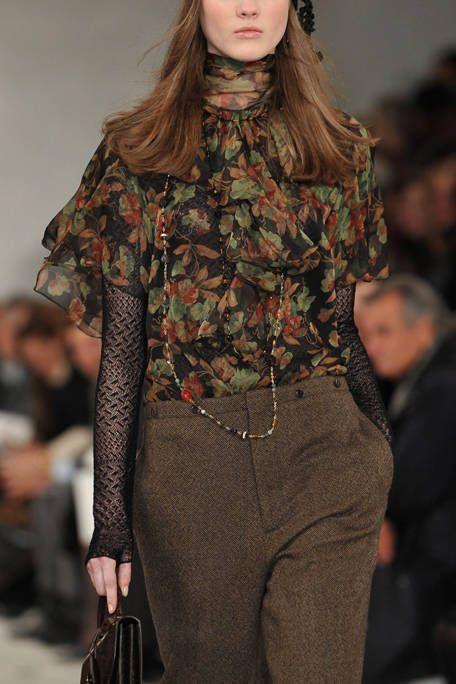 Fashion show, Shoulder, Joint, Fashion model, Waist, Style, Runway, Pattern, Street fashion, Fashion,