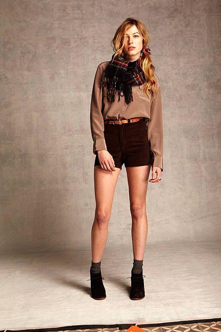 Clothing, Leg, Brown, Sleeve, Human body, Human leg, Shoulder, Joint, Outerwear, Fashion model,