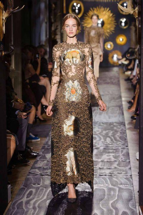 Dress, Fashion show, Style, Runway, Fashion, Fashion model, Fur, Costume design, Haute couture, Gown,