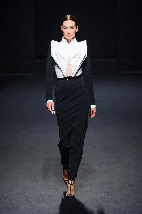 Clothing, Collar, Sleeve, Human body, Shoulder, Fashion show, Joint, Outerwear, Formal wear, Style,