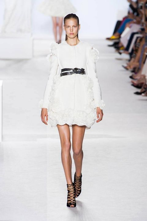 Shoulder, Fashion show, Human leg, Joint, White, Dress, Style, Runway, Fashion model, Knee,