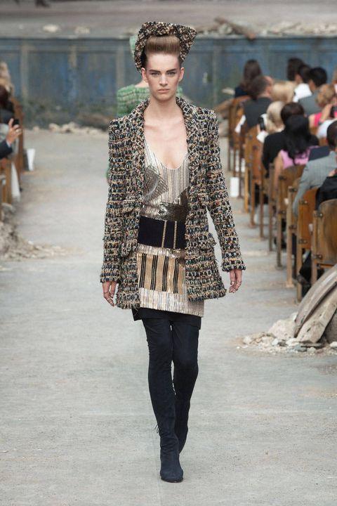 Clothing, Brown, Winter, Shoulder, Textile, Fashion show, Outerwear, Style, Street fashion, Fashion model,