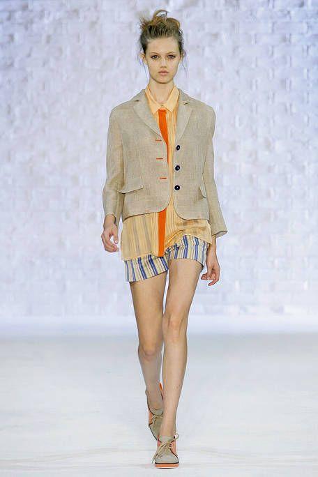 Clothing, Leg, Sleeve, Human body, Shoulder, Human leg, Fashion show, Joint, Outerwear, Fashion model,