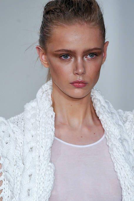 Clothing, Ear, Lip, Hairstyle, Skin, Forehead, Shoulder, Eyebrow, Textile, Eyelash,