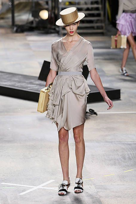 Clothing, Footwear, Leg, Shoulder, Human leg, Joint, White, Fashion accessory, Style, Hat,