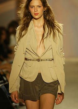 DKNY Spring 2004 Ready-to-Wear Detail 0001