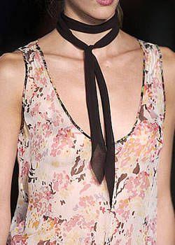 Nicole Farhi Spring 2004 Ready-to-Wear Detail 0001