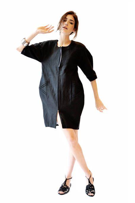 Sleeve, Collar, Shoulder, Joint, Standing, Human leg, Dress, Waist, Formal wear, One-piece garment,