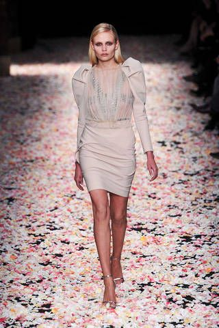 Sleeve, Human body, Human leg, Fashion show, Pink, Runway, Style, Street fashion, Fashion model, Knee,