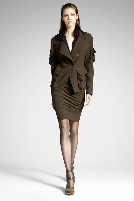 Clothing, Leg, Sleeve, Human body, Collar, Human leg, Shoulder, Joint, Fashion show, Style,