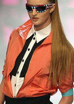 Versus Spring 2004 Ready-to-Wear Detail 0001