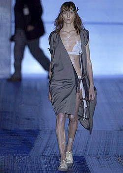 Vivienne Westwood Spring 2004 Ready-to-Wear Collections 0001