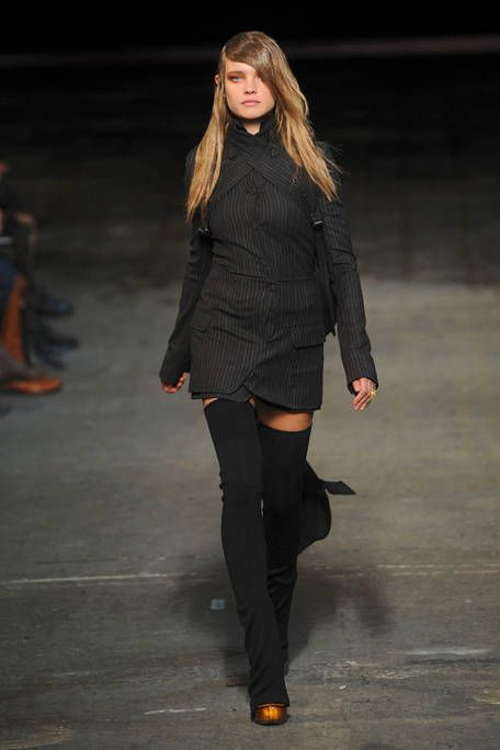 Leg, Sleeve, Human leg, Joint, Fashion show, Style, Knee, Fashion model, Thigh, Fashion,