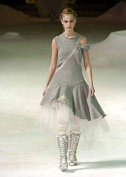 Issey Miyake Fall 2004 Ready-to-Wear Collections 0001