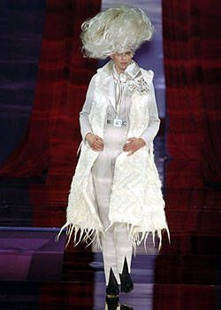 Christian Lacroix Fall 2004 Haute Couture Collections 0001