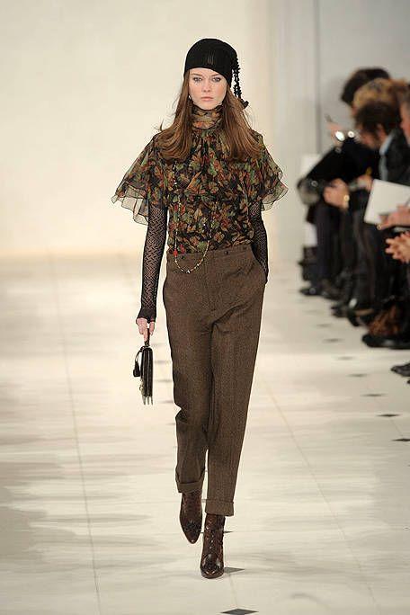 Fashion show, Brown, Human body, Shoulder, Runway, Joint, Outerwear, Style, Fashion model, Waist,