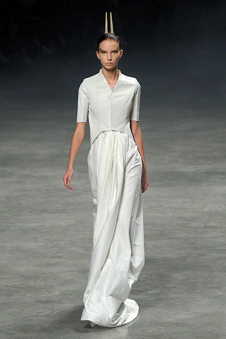 Human body, Standing, Formal wear, Fashion, Fashion model, Fashion show, Waist, Model, Costume design, Fashion design,